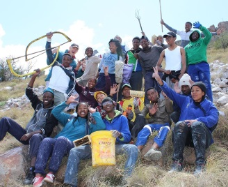 Hans Botha, Tarka school pupils and helpers painted the town's name on the mountain